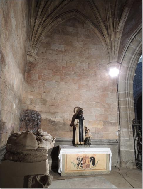 Real Monasterio de Santo Tomas, Capilla de Nuñez Alnarte, Paramentos.